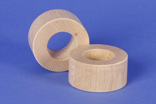 wooden block round Ø 6 x 3 cm - 3 cm drilled