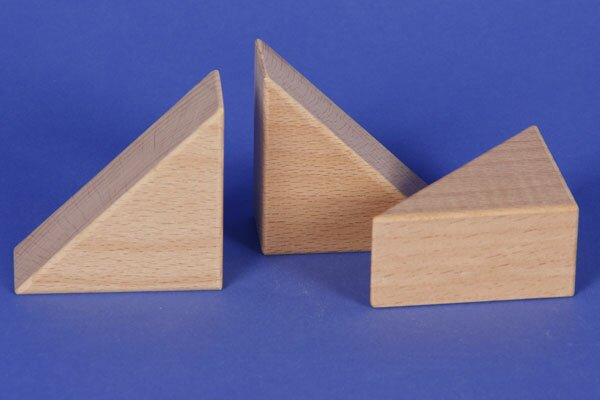 wooden triangle blocks 6 x 6 x 3 cm