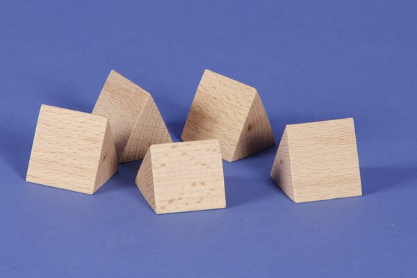 wooden triangular pillar 3 x 3 x 3 cm