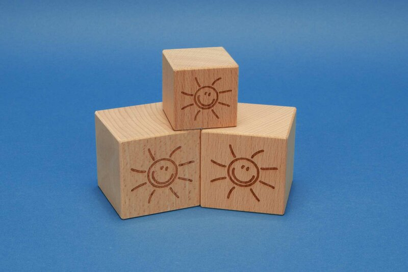 Wooden cube with motif