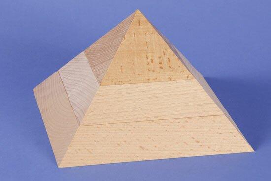large flat square base pyramid 19 x 19 x 12 cm