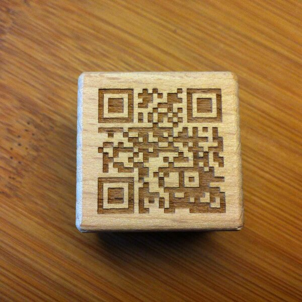 WOODEN CUBE QR-CODE GUEST CERTIFICATE LASER ENGRAVING