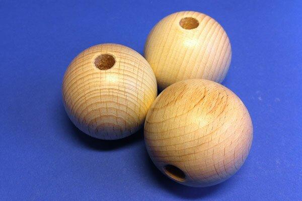 100 wooden balls beech Ø 15mm - 4mm drilled