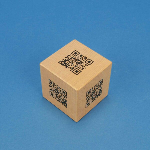 WOODEN CUBE QR-CODE GUEST CERTIFICATE UV-PRINTING