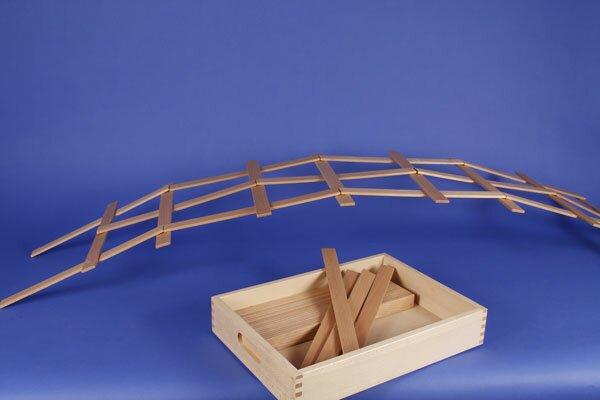 Leonardo- bridge with wooden blocks + beech box laserengraved